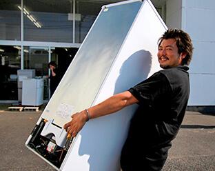 冷蔵庫運搬の様子